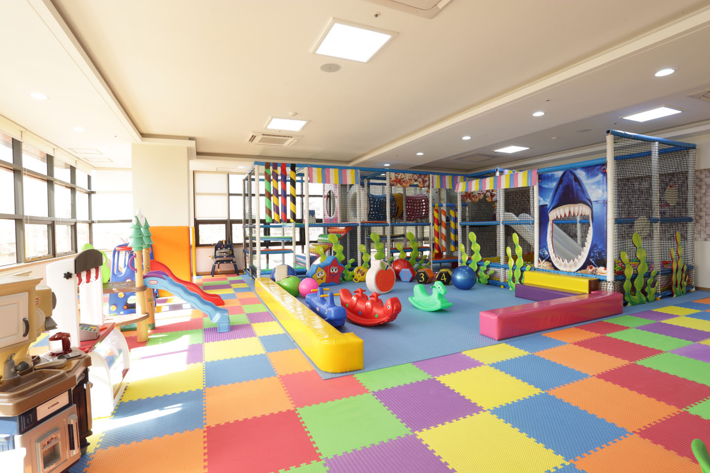 Children 39 s playroom de castle royal for Kids play rooms